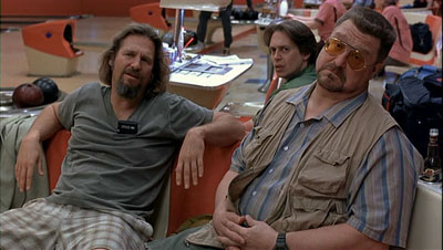 The Dude, Donny y Walter. Walter se encojona con Donny porque el muy imbécil confunde a Vladimir Lenin con John Lennon.